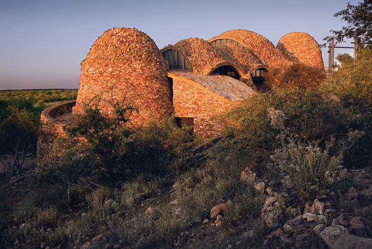 3044508-slide-s-17-mapungubwe-interpretation-centre-by-peter-rich-architects-photo-by-obie-oberholzer