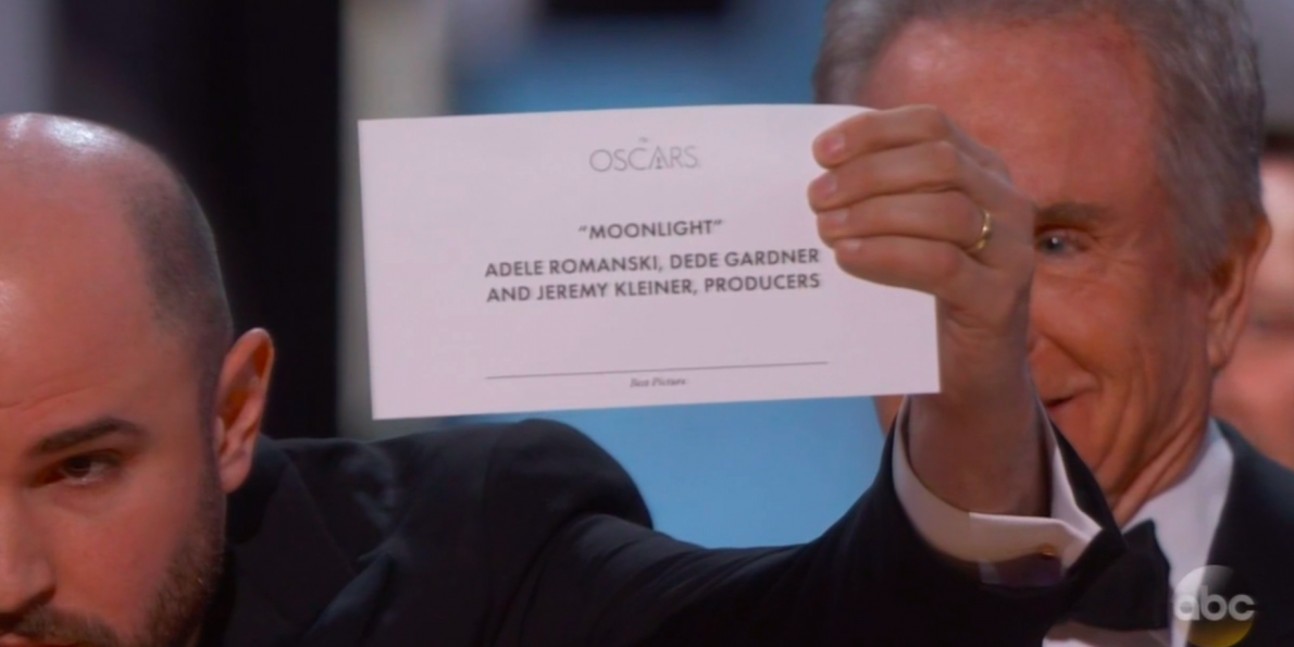 moment-by-moment-this-is-exactly-how-the-best-picture-winner-cards-got-switched-at-the-oscars