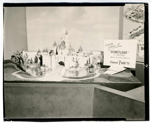 1953_Disneyland_Presentation_Map_Walt4
