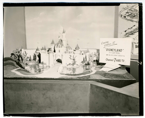 1953_Disneyland_Presentation_Map_Walt4